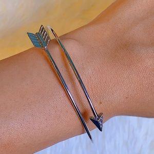 Beautiful Silver Arrow Bracelet w Rhinestones